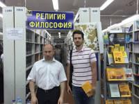 Трезвый Дон подарил писателю Николаю Старикову книгу
