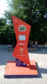 А вот такая скрытая реклама алкогольного бренда на главной улице Ростова.